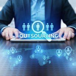 Co to jest outsourcing IT? Wyjaśniamy najważniejsze kwestie